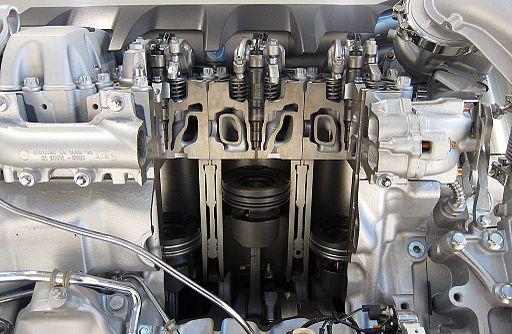 Cutaway_of_a_MAN_V8_Diesel_engine.jpg