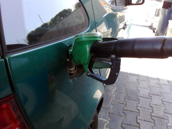 mixing-gasoline-and-diesel-fuel.jpg